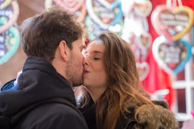 kiss-596091_1280.jpg
