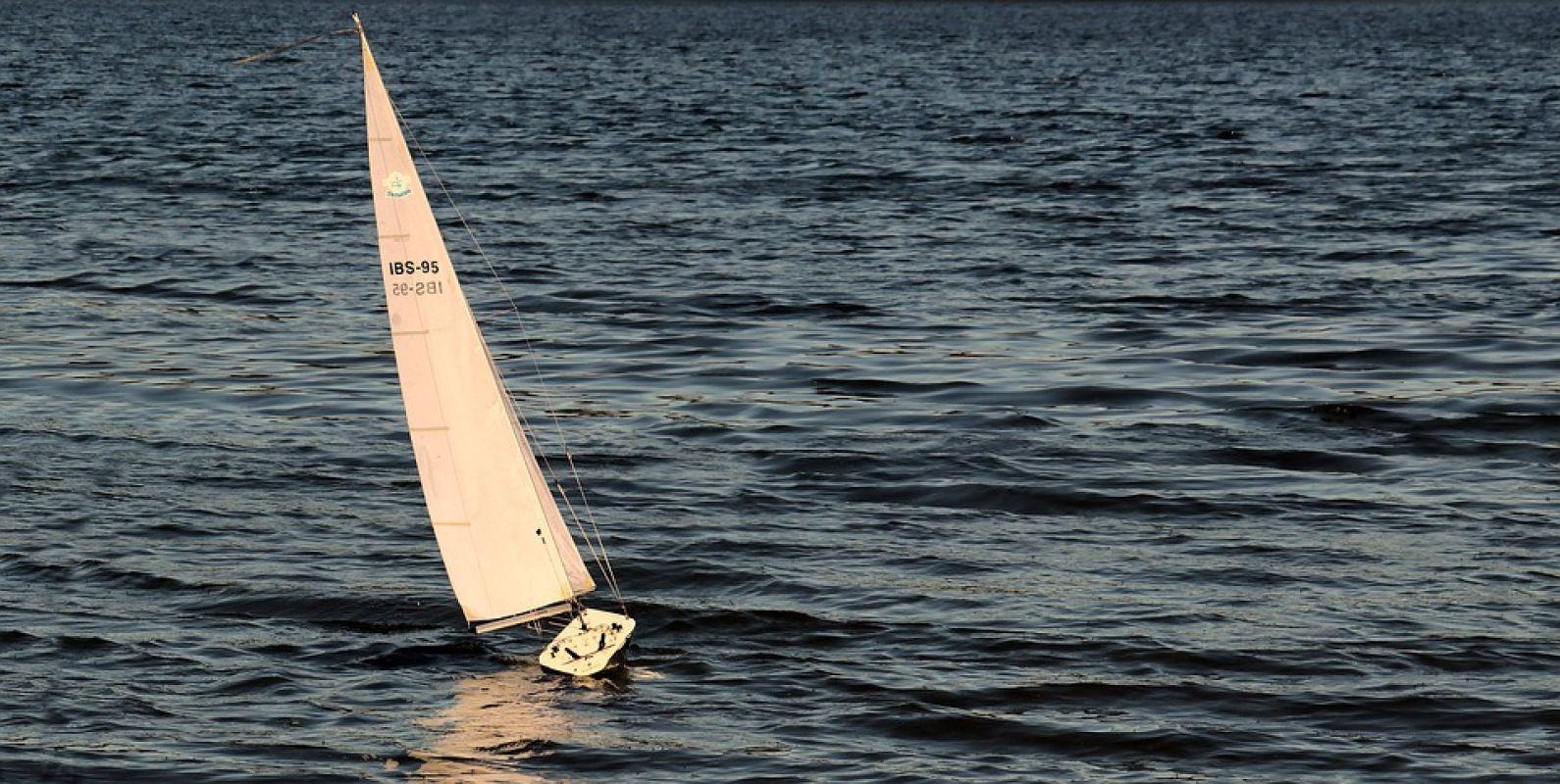 sailing-boat-3399011_960_720.jpg