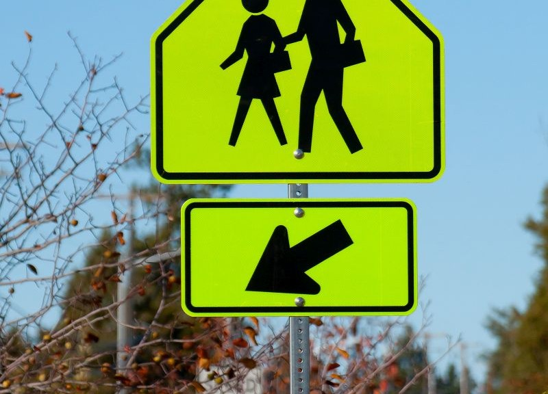 school-people-crossing-signboard-1013tm-pic-1582.jpg
